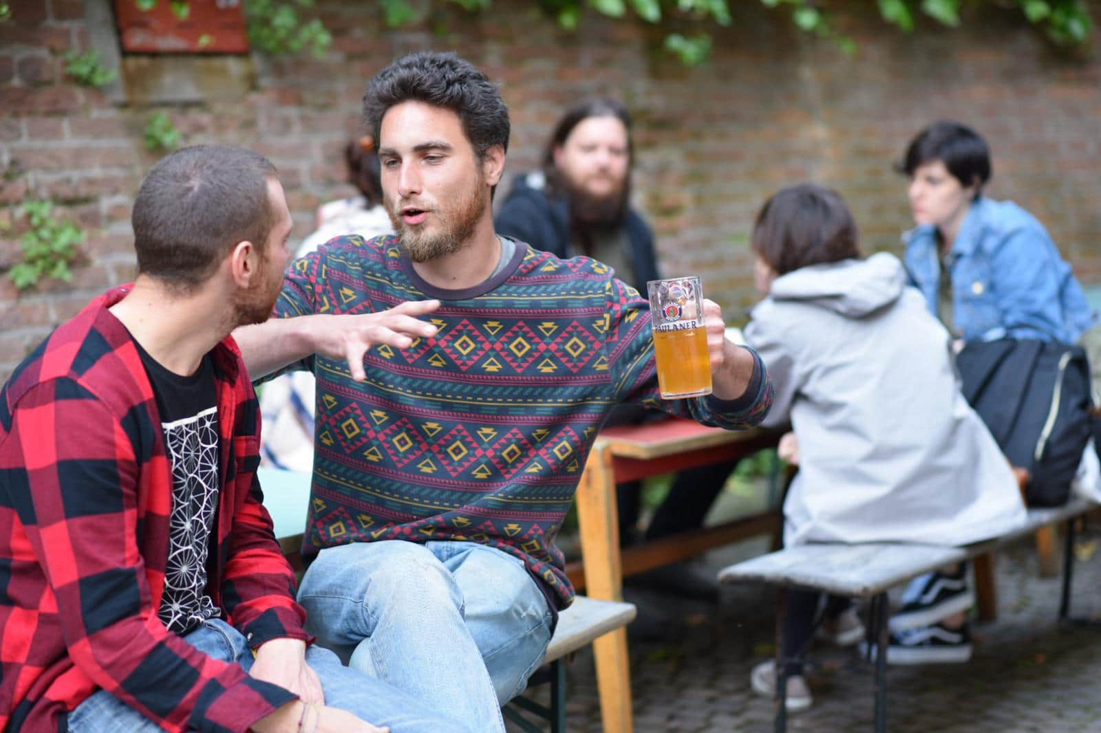 Le immancabili birre nel cortile della Velostazione nell'ambito della rassegna Dynamo Off.